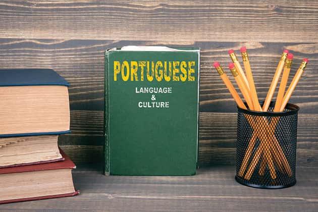 Com a passagem do tempo, o Português vai tornar-se familiar e cada vez mais fácil de compreender e de falar.