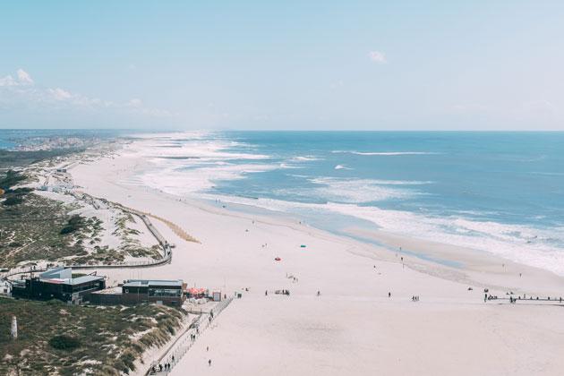 Seaside-real-estate-in-Portugal-beach