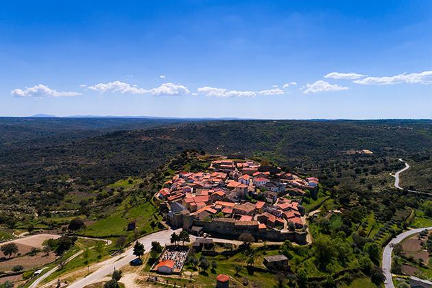 aldeias-mais-bonitas-de-portugal-castelo-mendo