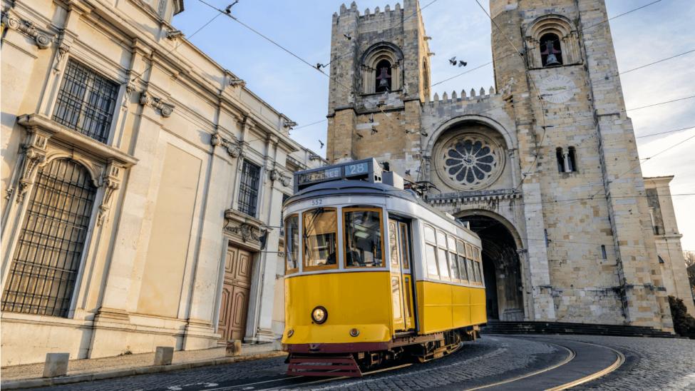 Tram near Sé de Lisboa